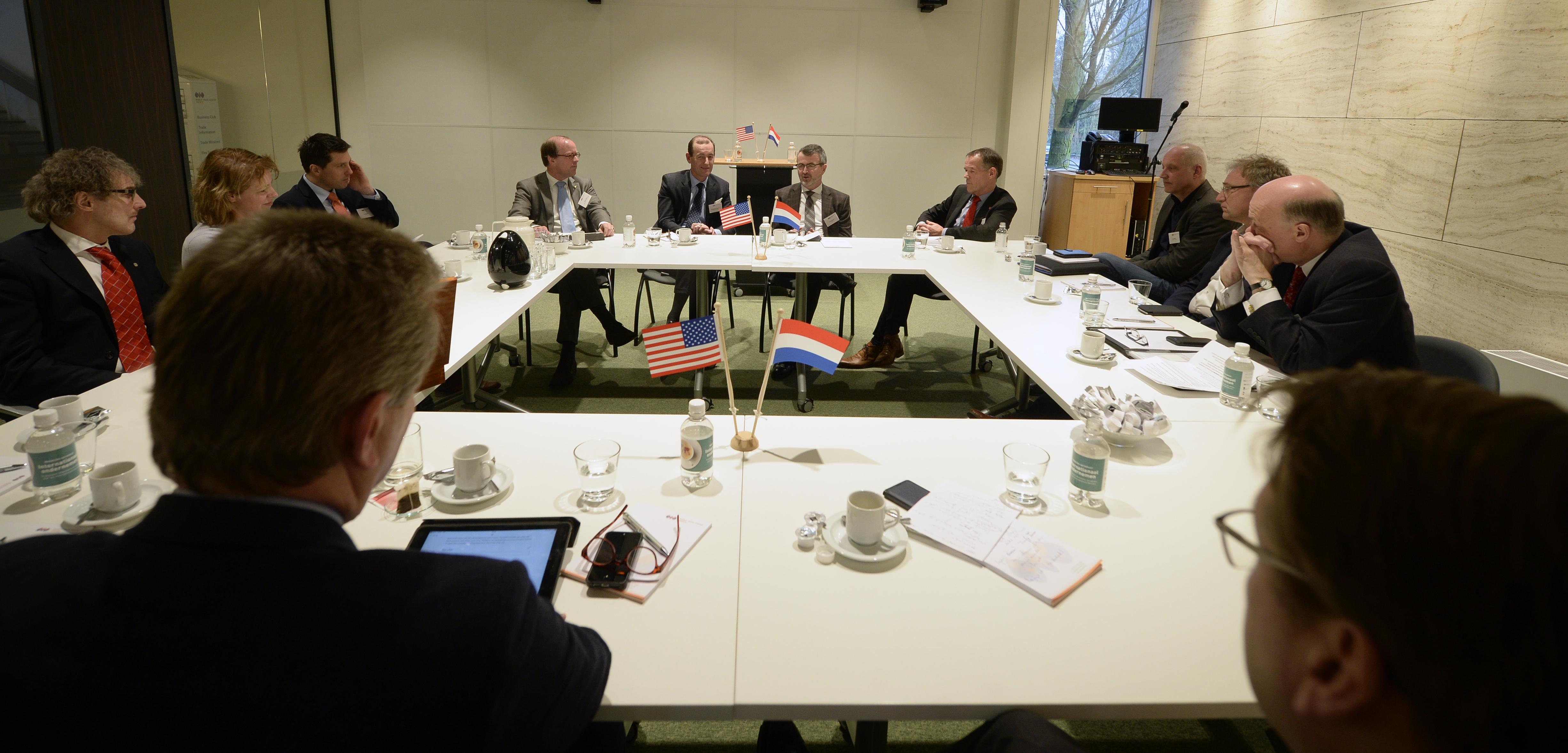 Rondetafelmeeting-met-CEO-WTCA-en-vertegenwoordigers-van-overheid-en-onderwijs